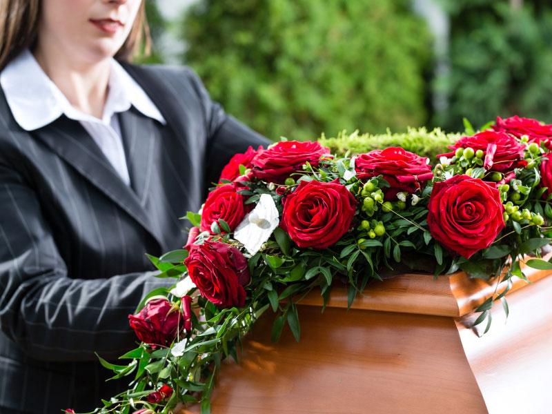 RoteRosen und Frau-Startseite-Bestattungen Bauer Schwäbisch Gmünd