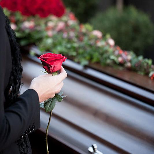 Rose Sarg-Richtig vorsorgen-Bestattungen Bauer Schwäbisch Gmünd